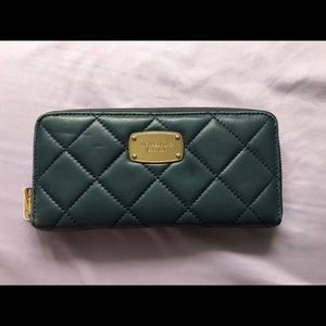SALE✨ Authentic Michael Kors Hamilton Wallet